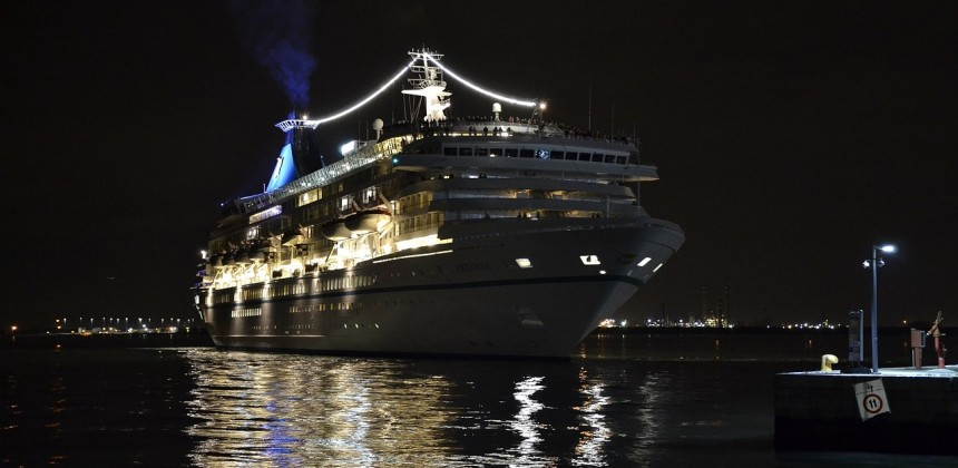 How Much Does it Cost to Charter a Cruise Ship?